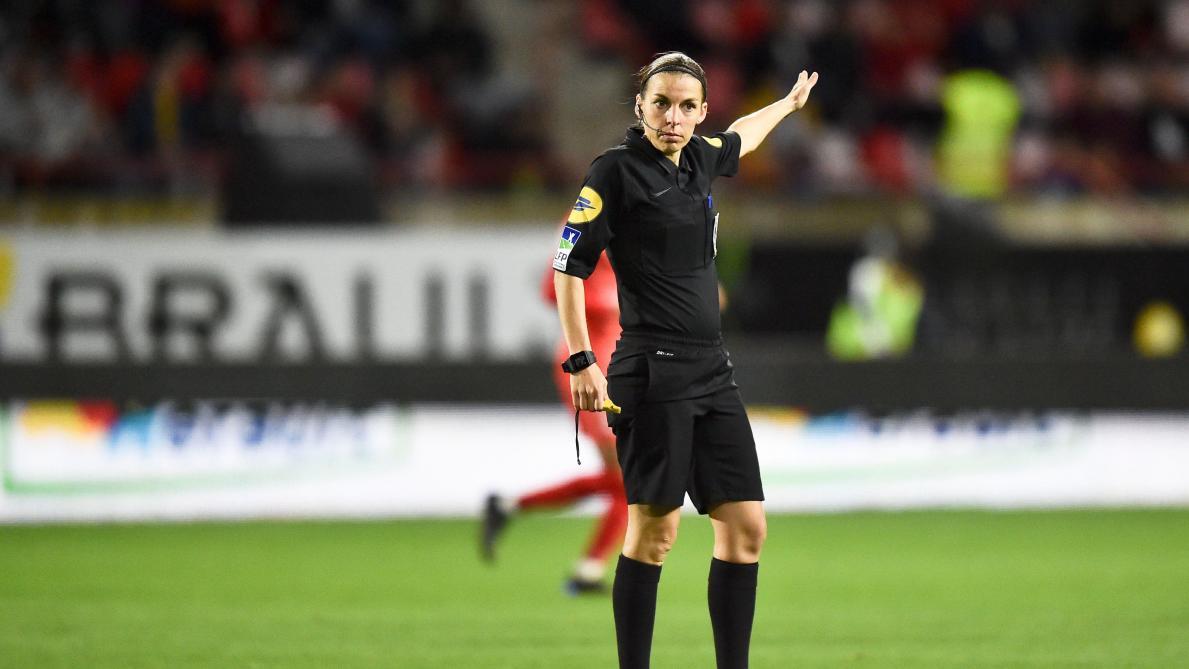 France Pour La Premi 232 Re Fois Une Femme D 233 Sign 233 E Arbitre