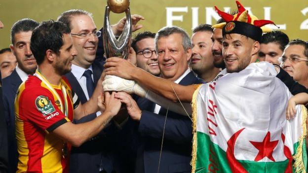 """Selon """"Jeune Afrique"""", Youssef Chahed a demandé d'accorder la victoire à l'Espérance de Tunis pour éviter d'embraser le stade"""