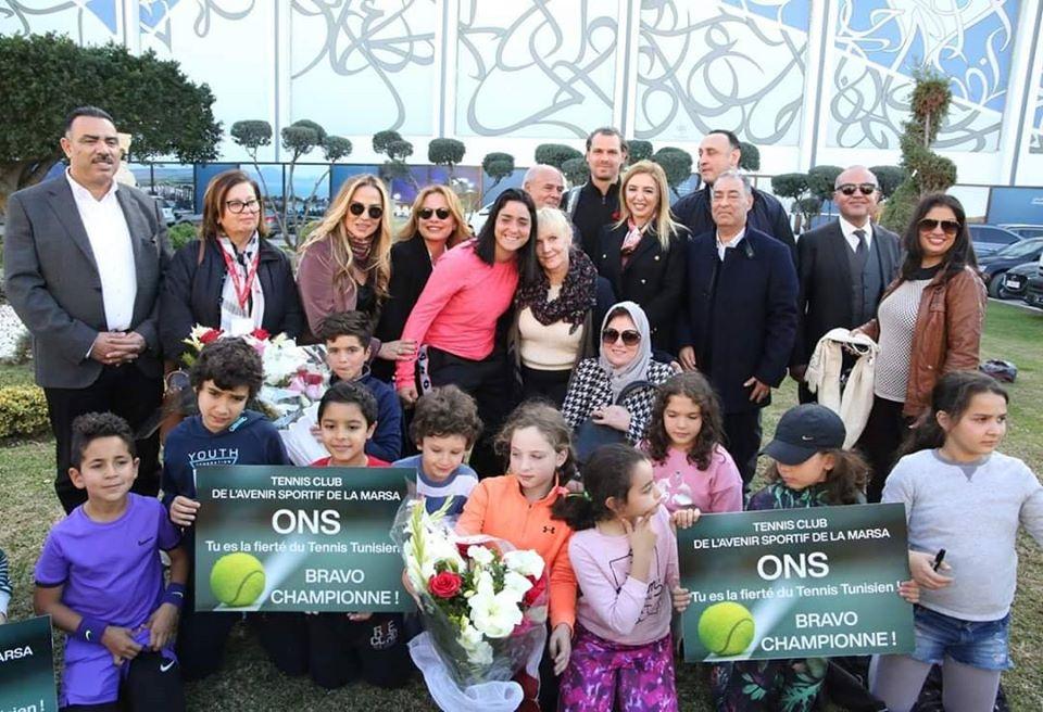 Tunisie : SoniaBen Cheikh accueilleOnsJabeurà l'aéroportTunis Carthage