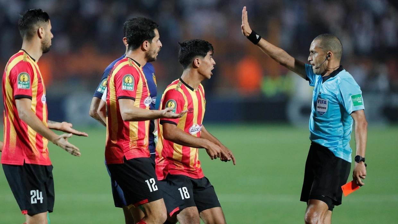 Ligue des champions : un arbitre marocain aux commandes de MC Alger – Espérance de Tunis
